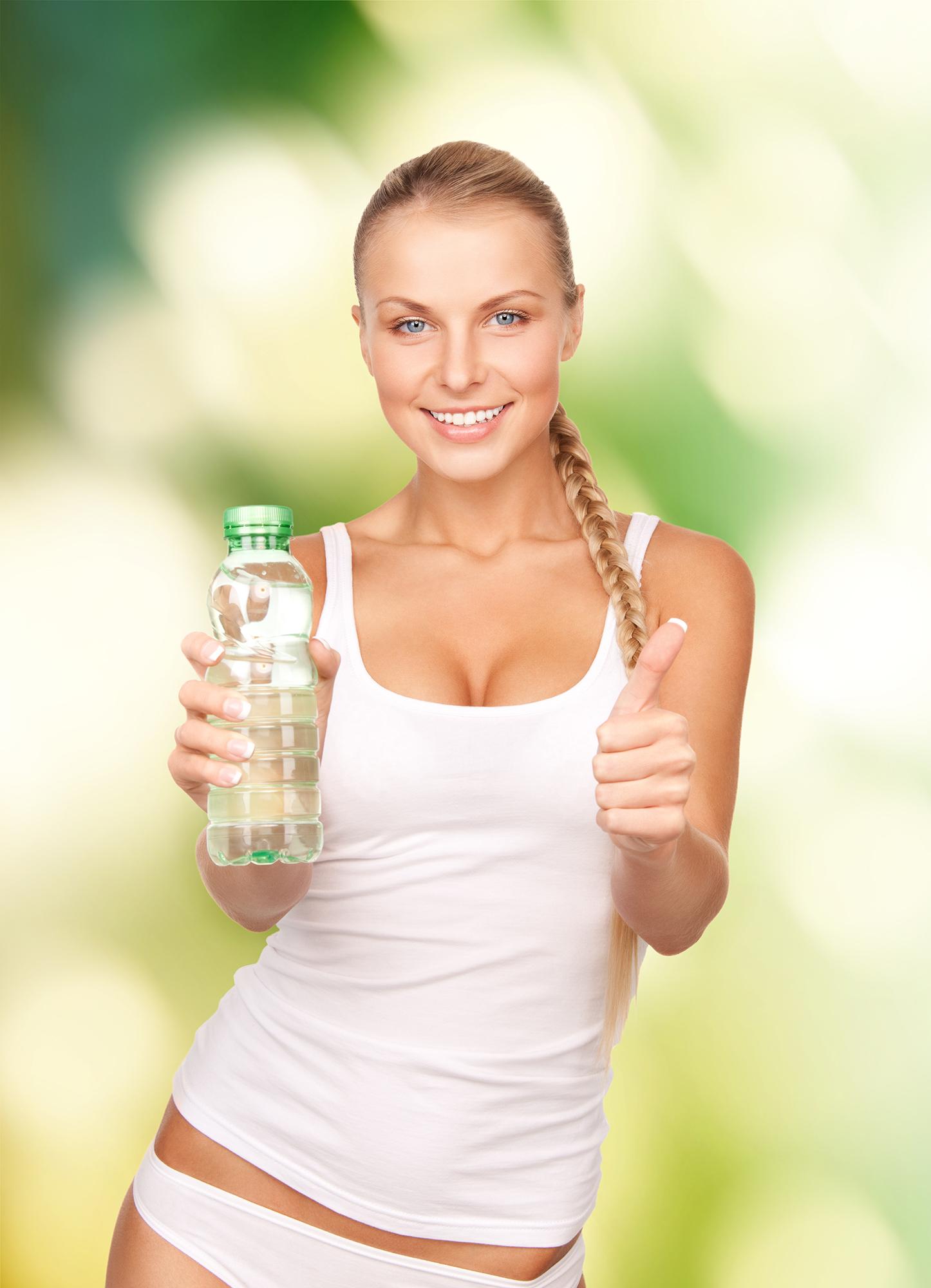 Beneficiile consumului de apă asupra pielii